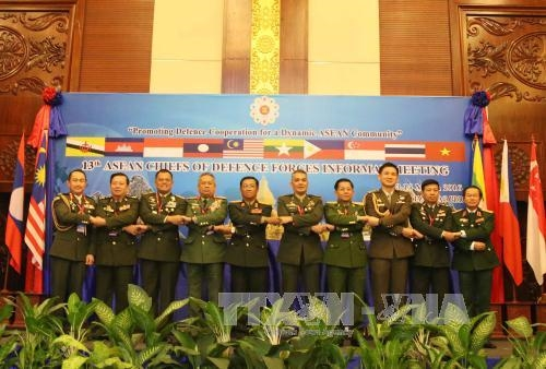 Defense chiefs call for peace stability in East Sea
