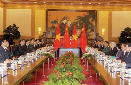 Vietnamese Chinese Party leaders hold talks