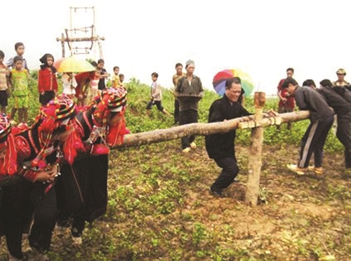 Pray for rain festival of the La Hu