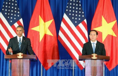 US President agrees to completely lift arms embargo on Vietnam