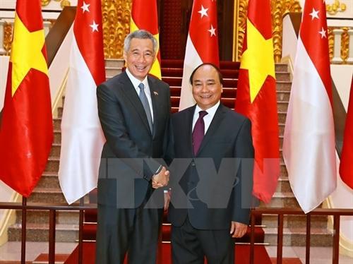 PMs pledge to boost Vietnam-Singapore strategic trust