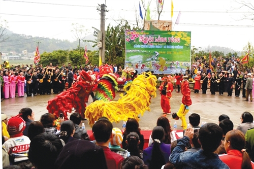 Lion dance of the Nung