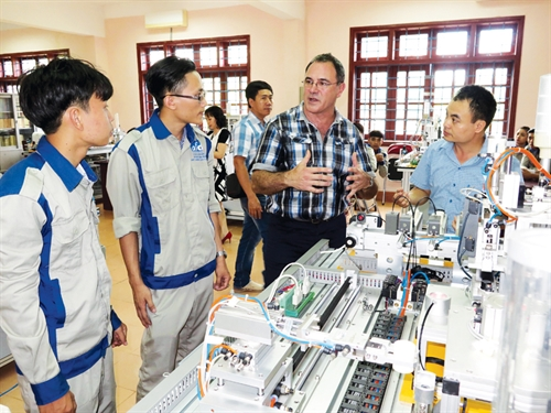Vietnams policies to lure foreign skilled workers