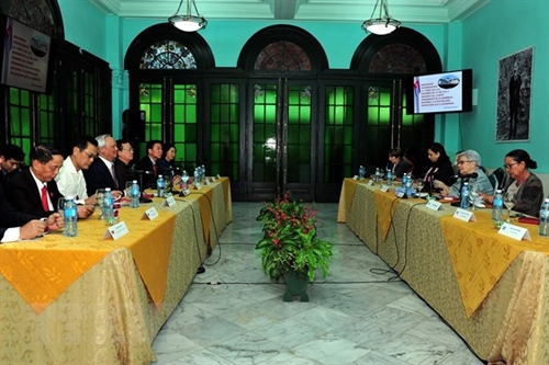 Vietnam Cuba share experience in policymaking