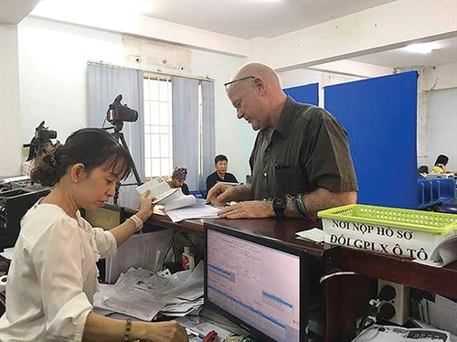Draft law permits the use of foreign drivers licenses in Vietnam