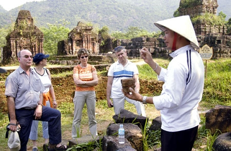 Article 59 of Tourism Law: Some thoughts on tour guides and their impact in Vietnam