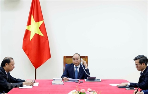 Vietnamese Japanese PMs hold phone talks