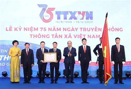 PM urges Vietnam News Agency to continue to pioneer in communication and publicity work