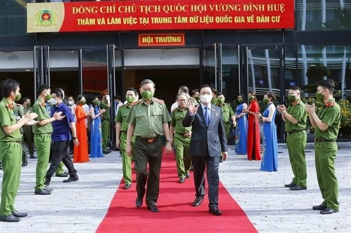 NA chairman visits national population data center